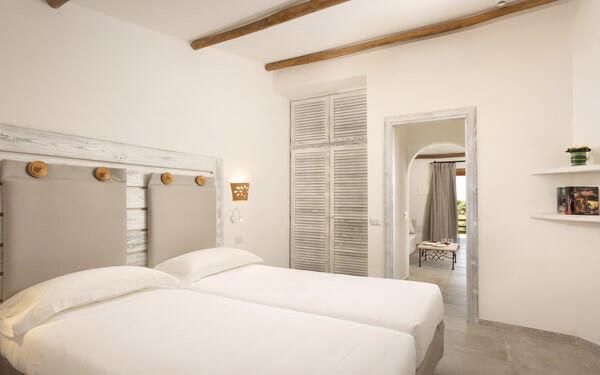 hotel-cala-di-lepre-senior-suite-deluxe-palau-04