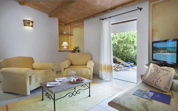 hotel-cala-di-lepre-senior-suite-palau-01