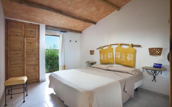 hotel-cala-di-lepre-senior-suite-palau-02