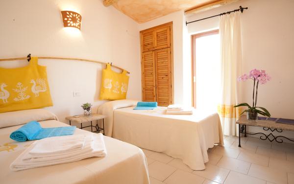 hotel-cala-di-lepre-senior-suite-palau-03