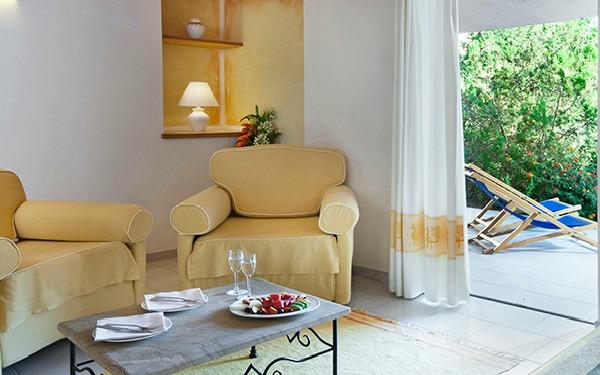 hotel-cala-di-lepre-senior-suite-palau-04