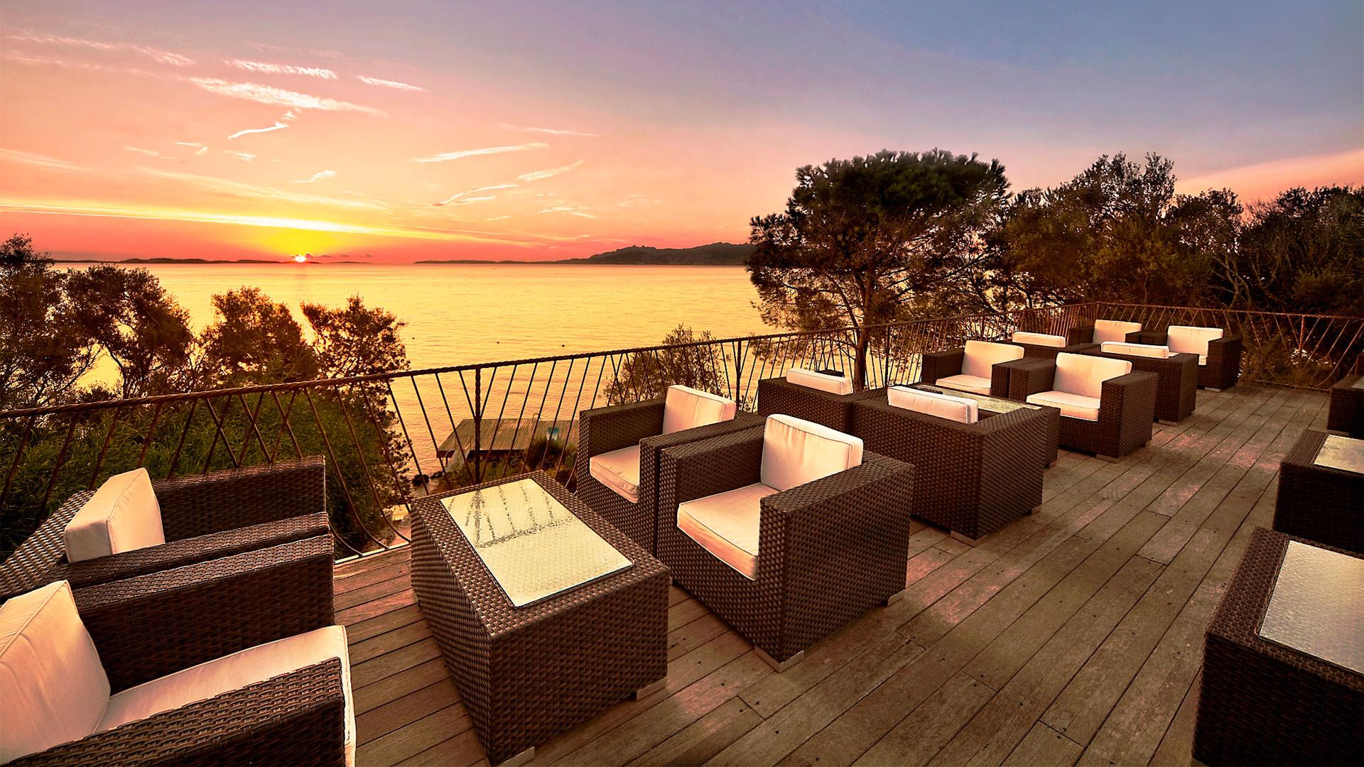 hotel-capo-orso-slider-vacanza-mare-sardegna-palau-mini1