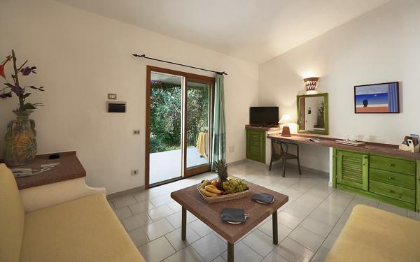 hotel-i-ginepri-senior-suite-family-badesi-01