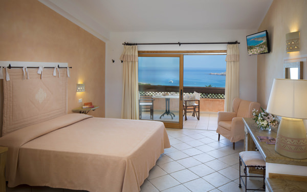 hotel-marinedda-family-suite-isola-rossa-01