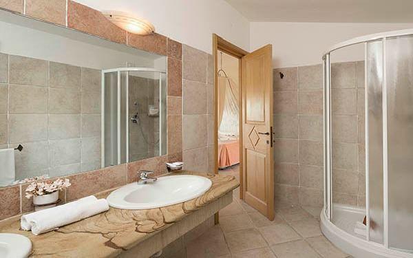 hotel-marinedda-family-suite-isola-rossa-02