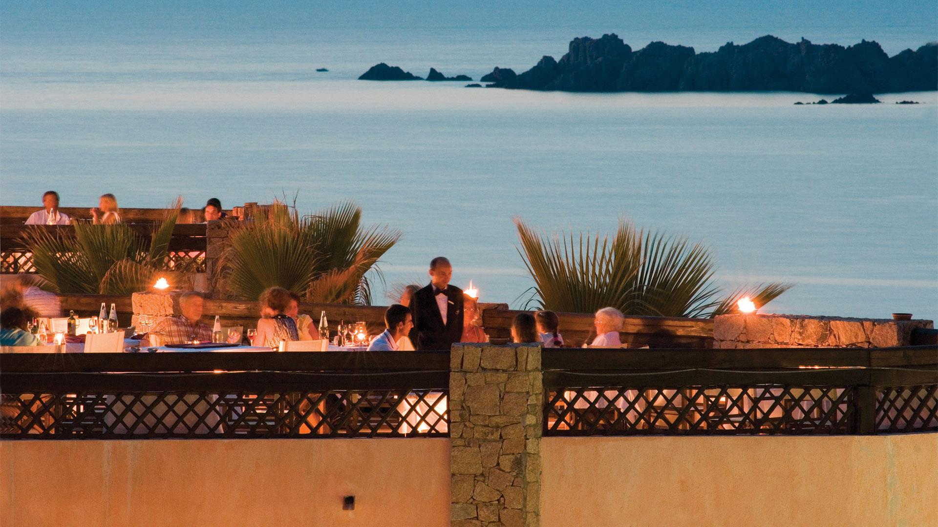 hotel-marinedda-slider-ristoranti-tramonto-mare-sardegna-isola-rossa-1