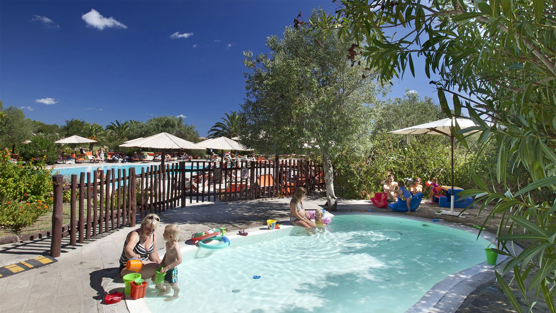 resort-cala-di-falco-piscina-bambini