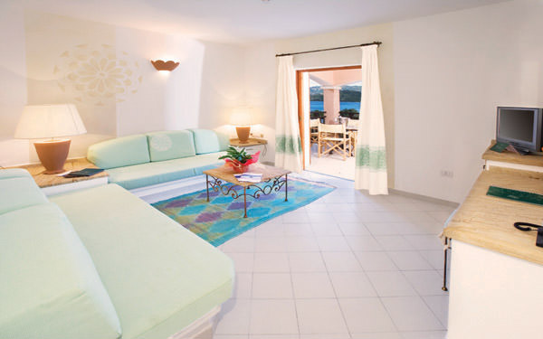 resort-cala-di-falco-senior-suite-cannigione-01