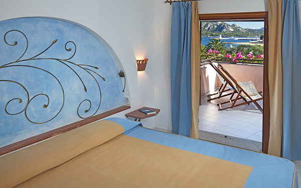 resort-cala-di-falco-senior-suite-cannigione-02