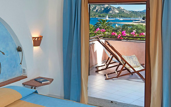 resort-cala-di-falco-senior-suite-cannigione-03