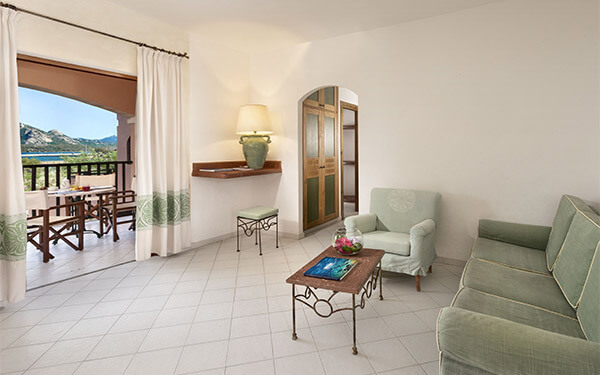 resort-cala-di-falco-senior-suite-cannigione-04
