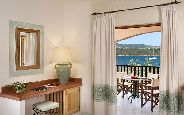 resort-cala-di-falco-senior-suite-cannigione-06