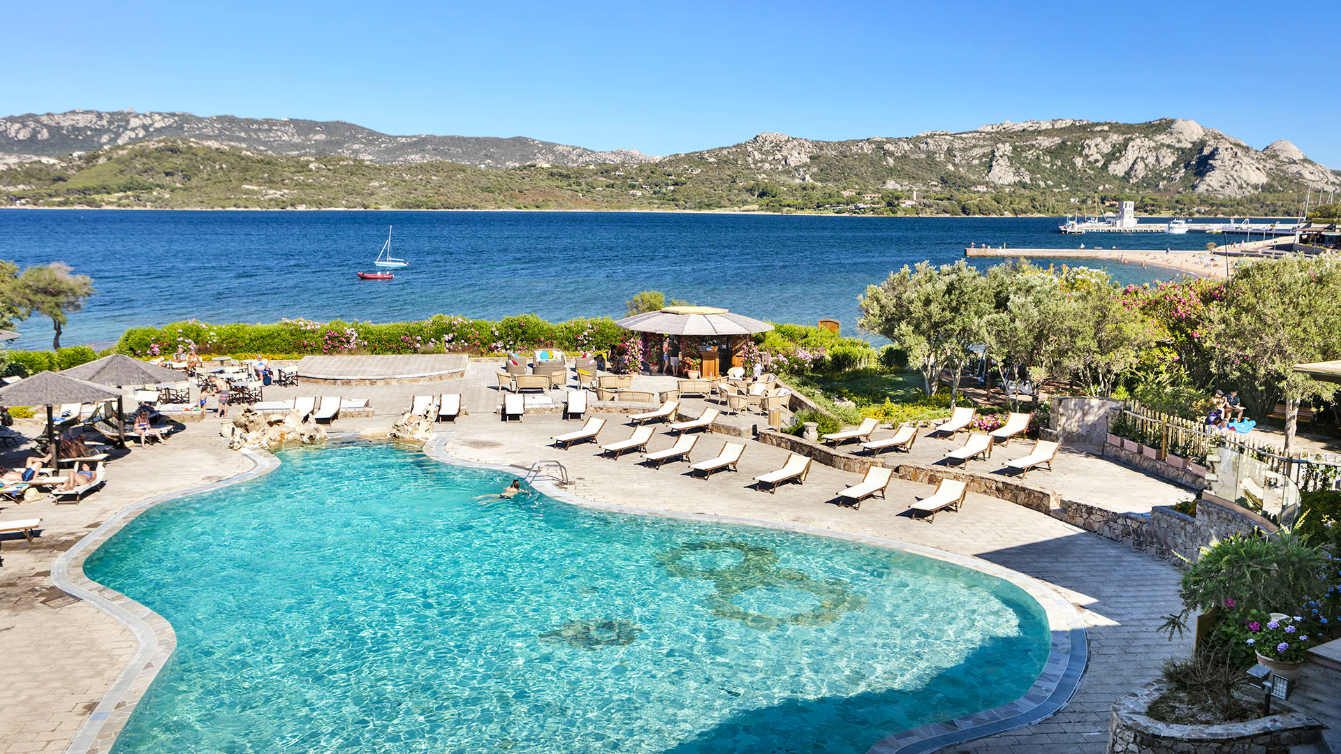 resort-cala-falco-piscina