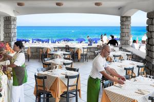 Restaurants Delphina Resort Le Dune Badesi Sardinien - Italien