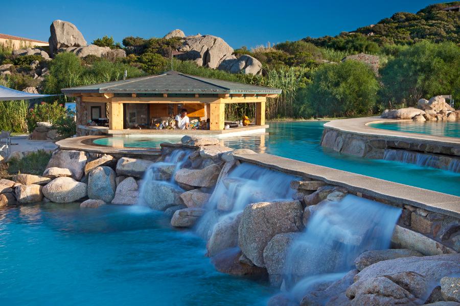 Golf e i servizi a 5 stelle del resort valle dell erica in for Piscina santa teresa
