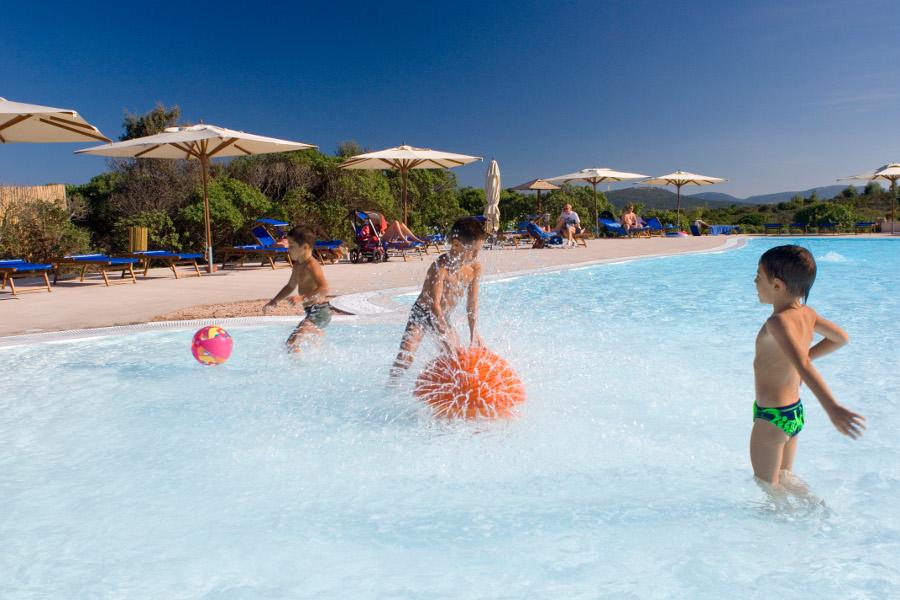 resort-valle-dell-erica-gallery-servizi-piscina-bimbi-santa-teresa-gallura