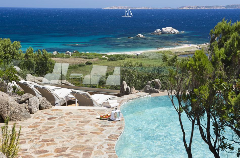 Camere del resort valle dell erica a s teresa gallura for Piscina santa teresa