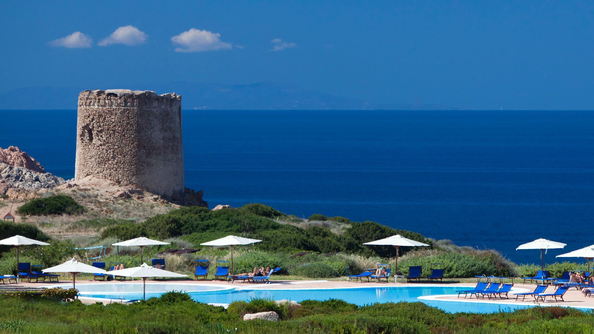 hotel-torreruja-slider-piscina-torre-isola-rossa_mini
