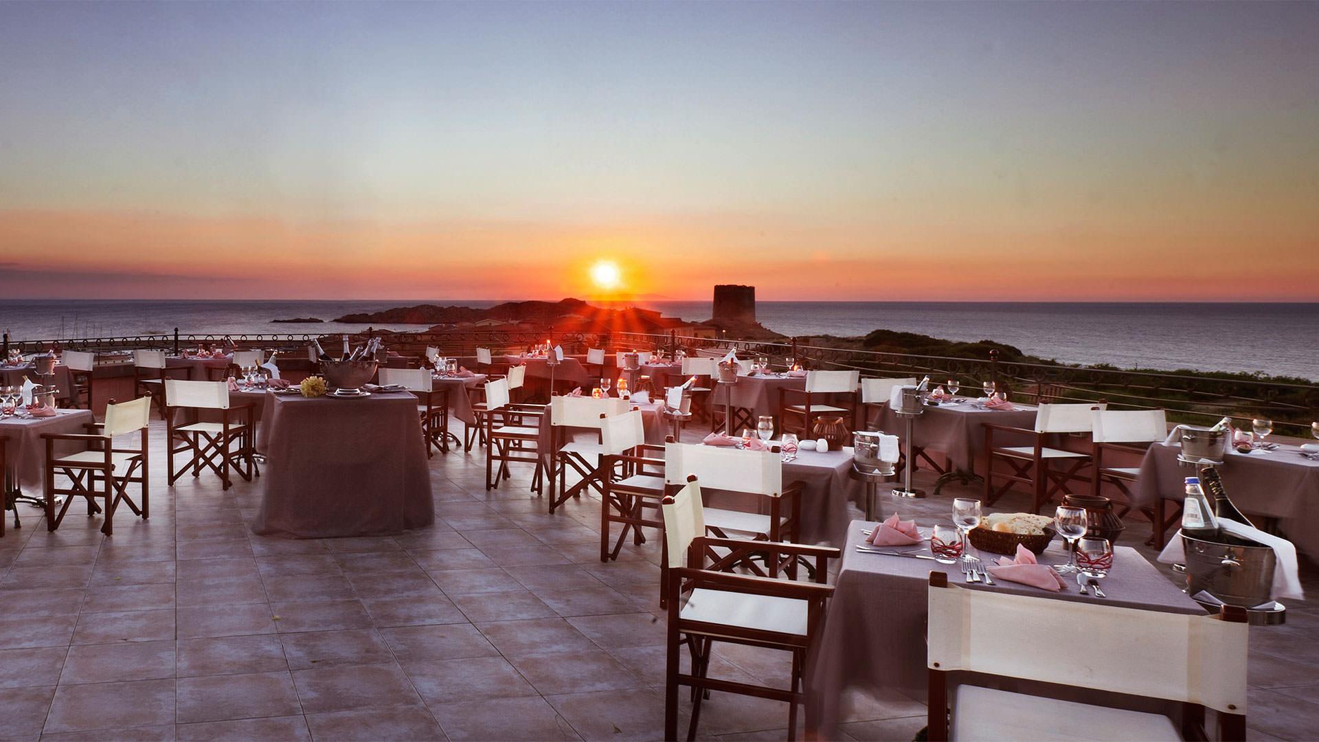 hotel-torreruja-isola-rossa-ristorante-tramonto-mare-mini