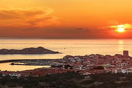 I tramonti della Costa Rossa: piccola guida pratica per catturare i più belli