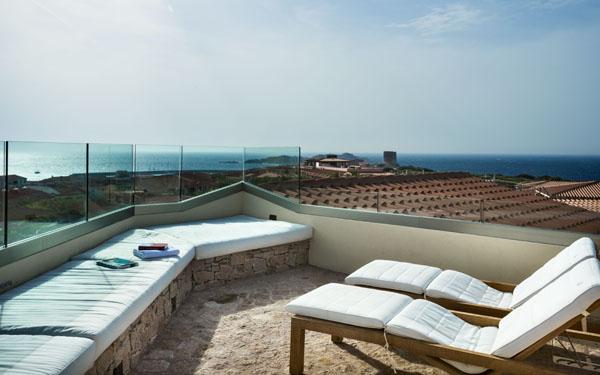 Le ville dell hotel relax torreruja ad isola rossa nel - Divano in muratura ...